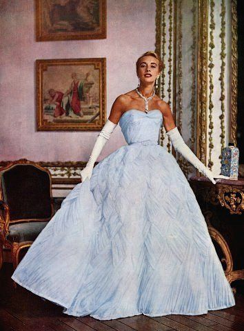 Marie-Thérèse in Pierre Balmain, 1953 - - Vintage Outfits, Vintage Gowns, Vintage Mode, Vintage Clothing, Vintage Art, Vintage Glamour, Vogue Vintage, Pierre Balmain, 1950s Prom Dress