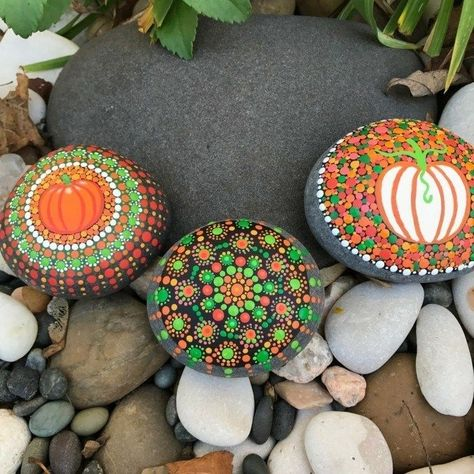 Painted rocks diy, Painted rocks, Rock painting designs, Stone painting, Mandala rock art, Painting - Not only any size of pebbles but also larger stones of any kind can be converted into a … canvas -  #Paintedrocks #diy