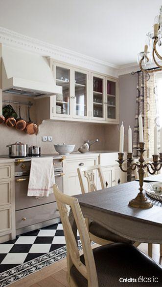 Cuisine Classique Meubles Et Table Traditionnels Carrelage Et Frise De Sol Noir Blanc C El Mobilier De Salon Cuisine Classique Carrelage Cuisine