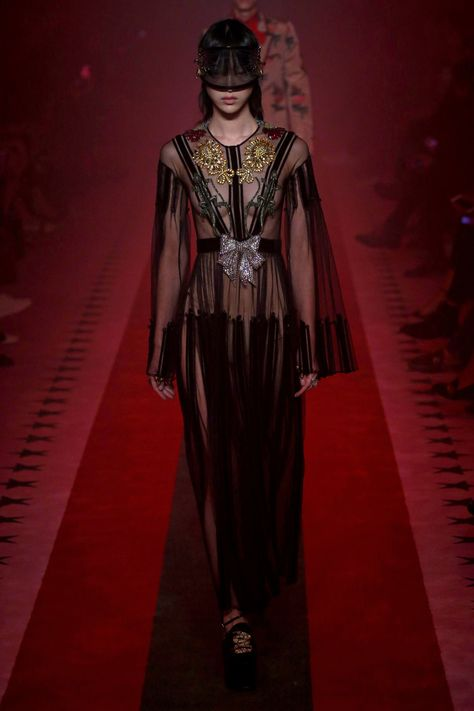 See all the Collection photos from Gucci Spring/Summer 2017 Ready-To-Wear now on British Vogue