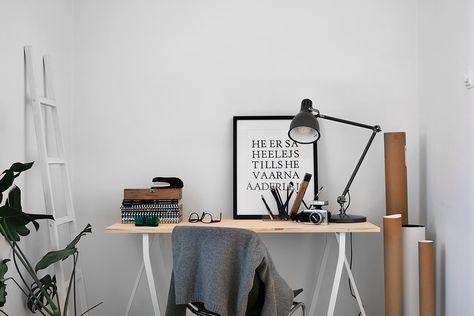 Minimal saw-leg desk