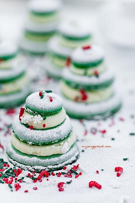 French Christmas Macarons   Christmas Desserts