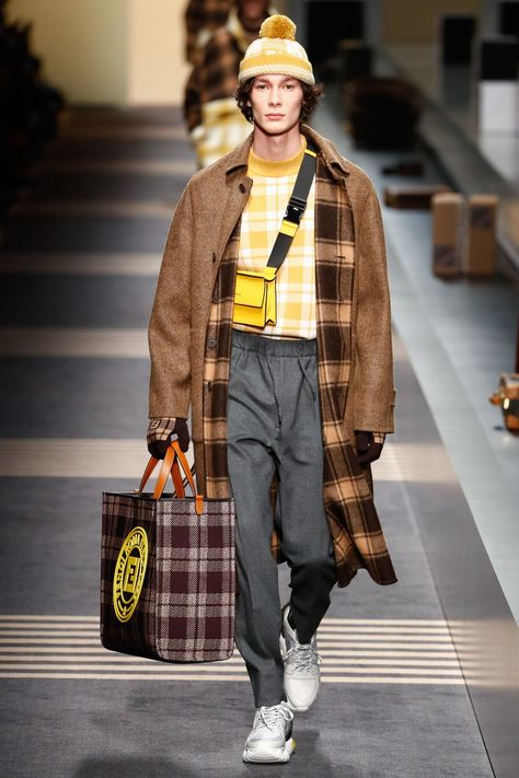 Fendi Fall 2018 Menswear collection, runway looks, beauty, models, and reviews.