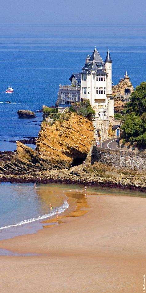 Profitez d'un week-end ou d'un séjour à Biarritz pour vous ressourcer, découvrir les bienfaits de la thalassothérapie, profiter de l'océan, déguster les spécialités locales, faire le marché…