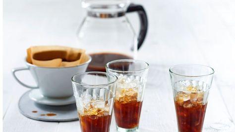 Kalter Kaffee klingt nach verwahrlosten Filtermaschinen und stickigen Großraumbüros. Das muss nicht sein, findet unser Autor.