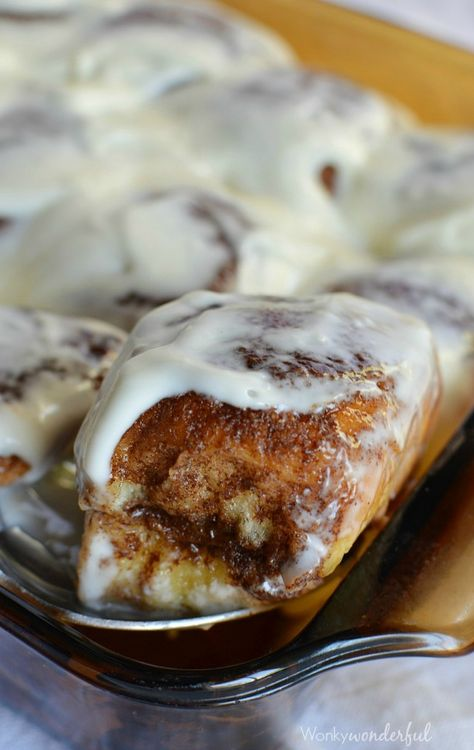 Quick and Easy Cinnamon Rolls made with Sweet Hawaiian Rolls. This cheater #breakfast recipe takes less than 30 minutes! wonkywonderful.com