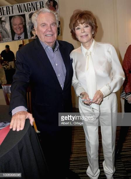 Actor Robert Wagner And Actress Jill St John Attend The Hollywood Show Held At The Westin Hotel Lax On July 28 2018 In Los Schauspieler Filmstars Jill St John