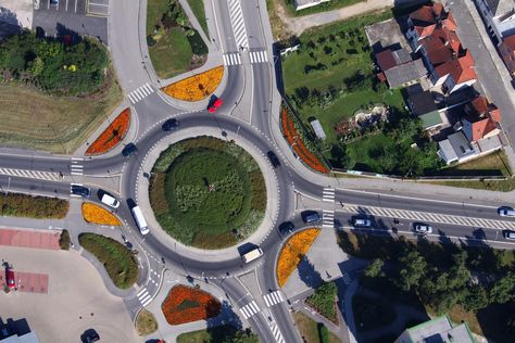 The Case For Modern Roundabouts Increased Safety Roundabout City Traffic