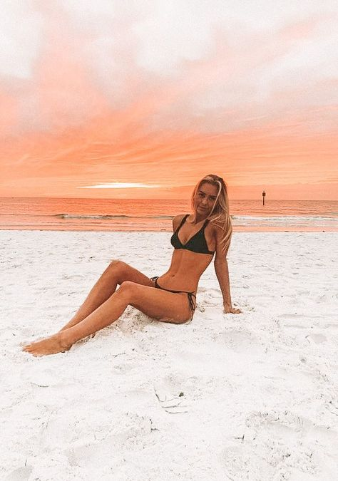 # sommer Yellow Diamonds Are First Choice for the F Cute Beach Pictures, Cute Poses For Pictures, Bikini Pictures, Beach Sunset Pictures, Friend Beach Pictures, Sand Pictures, Hawaii Pictures, Beach Photography Poses, Summer Photography