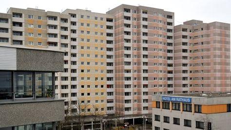 Alte Bausünden, hier ein Exemplar aus Schwalbach am Taunus, verschandeln viele deutsche Städte.