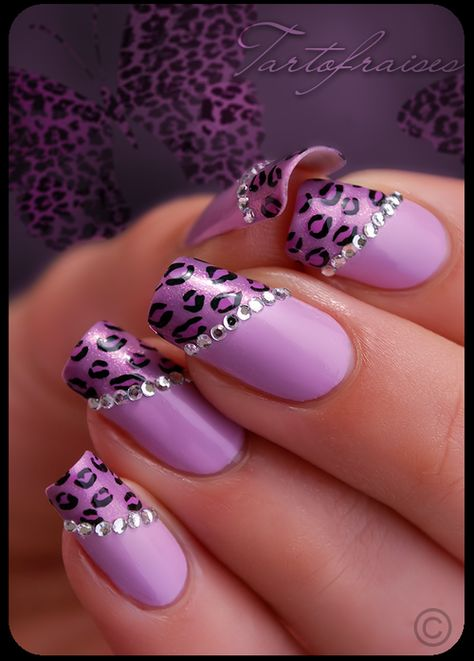 the solid purple as blue, the rhinestones the same, but the ring fingers with pink bow and the leopard part pink with a darker sparkle lace detail.