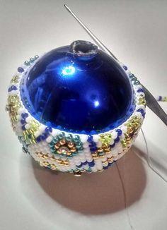 How to make a woven Christmas ball?