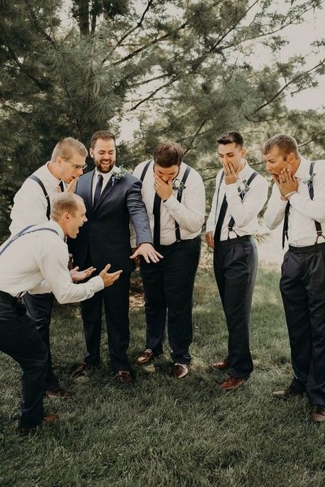 Funny Groomsmen pictures Wedding Photography wedding photos 15 Creative and Fun Groomsmen Wedding Photo Ideas - Oh Best Day Ever Wedding Picture Poses, Funny Wedding Photos, Bridal Pictures, Photo Ideas For Wedding, Wedding Family Photos, Wedding Pics, Funny Couple Photos, Unique Wedding Poses, Crazy Wedding Photos