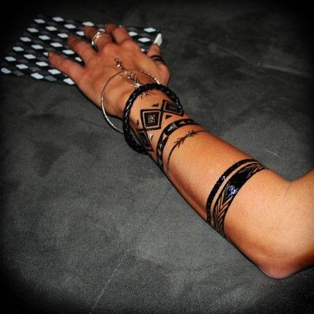 Tatouage blackout, Poignet et Oublier