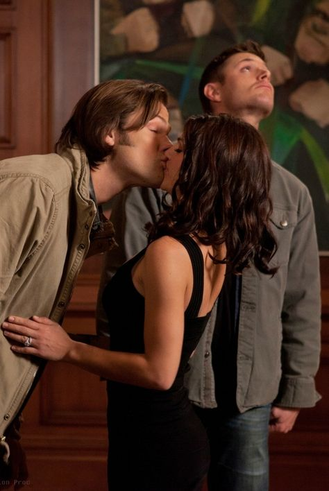 """I love how Deans looking up like """"Nope, this isn't happening"""" // the most awkward kiss on the show, and it was with his wife <----- THAT COMMENT!"""