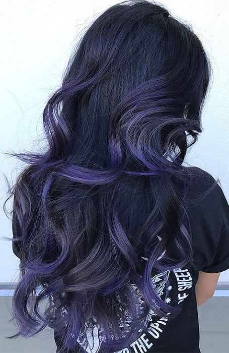 25 Sexy Black Hair With Highlights You Need To Try - The Trend Spotter hair trends 25 Sexy Black Hair With Highlights You Need To Try Black Hair Purple Highlights, Purple Balayage, Balayage Hair, Balayage Color, Black Hair With Brown Highlights, Black Hair With Blonde Highlights, Chunky Highlights, Caramel Highlights, Long Black Hair