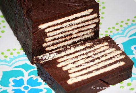 Arretjescake (Duitse variant) (ingrediënten: kokosvet/olie, poedersuiker, cacaopoeder, ei, amandellikeur, vanillesuiker, biscuitjes) (@ Over Eten)