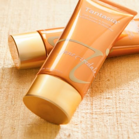 A moisturizing, natural bronzer and self-tanner for face and body. -Builds a gradual, natural looking tan within three days, for optimum control and customization.