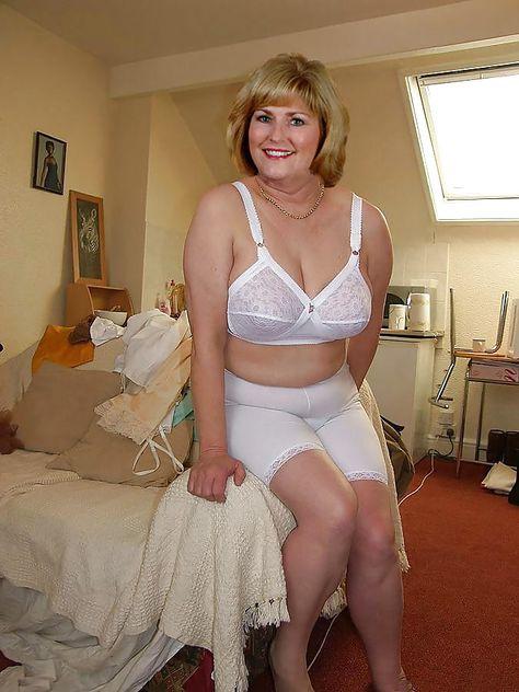 Порно копилка женщины в панталонах