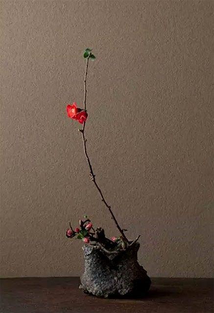 Ikebana Floral Art Became A Form Of Meditation For Zen Buddhist Priests Flower Offerings Were P Ikebana Flower Arrangement Ikebana Sogetsu Flower Arrangements