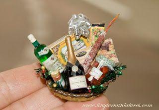Tiny Ter Miniatures: Christmas Baskets