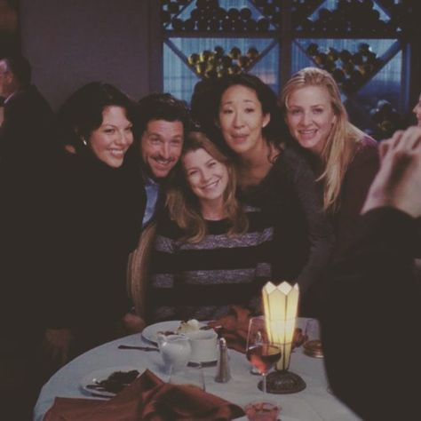 Callie, Derek, Meredith, Cristina and Arizona. Greys Anatomy Episodes, Greys Anatomy Characters, Greys Anatomy Cast, Greys Anatomy Memes, Grey Anatomy Quotes, Best Tv Shows, Favorite Tv Shows, Movies And Tv Shows, Entertainment