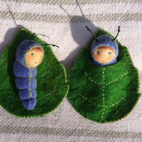 caterpillar in a leaf von zuzuspetal auf Etsy (leaves craft) Waldorf Crafts, Waldorf Dolls, Steiner Waldorf, Felt Fairy, Felt Mouse, Clothespin Dolls, Felt Patterns, Sewing Toys, Fairy Dolls
