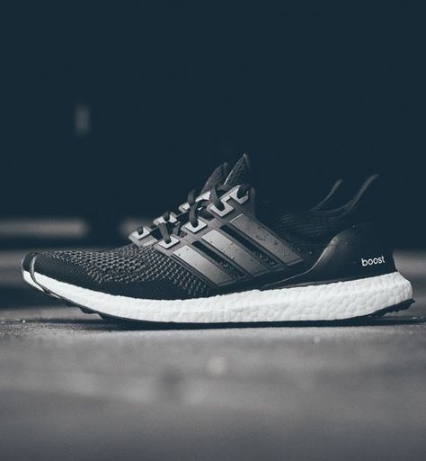adidas Ultra Boost: Black