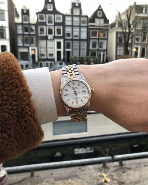 Tic, tac, toc. Time flies it's almost 2018! Make your wrist shine with this Rolex DateJust from 1964 #watch #rolex #rolexwatches   rolex watches for women   rolex horloge voor dames   rolex horloge voor vrouwen   vintage watches   vintage horloges   horloges dames   SpiegelgrachtJuweliers.com