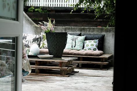 Tiny budget? Here the furniture is simply reused wooden pallets - combined with a simple black, white & green colour scheme it's quite stylish