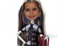 Monster High Frankie Stein  http://fotoefectos.com.es/fotomontaje-monster-high-fotos-chulas-para-facebook/