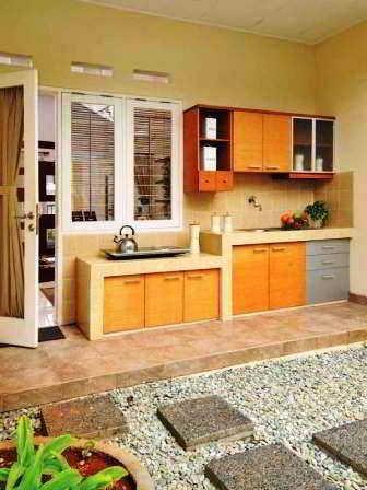 Foto Dapur Semi Terbuka Menghadap Taman Desain Dapur Terbuka