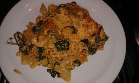 Lasagna met artisjok, spinazie en ricotta en kip: 2 uien, knoflook rode pesto. Rode tomatensaus met italiaanse kruiden verse spinazie, artisjok uit pot, ricotta in de saus doen en over de ovenschaal cerdelen steeds afgewisseld met lasagnabladen. Dan geraspte kaas op erover en 30 min. In de oven op 200 graden  wij vonden het heel lekker.