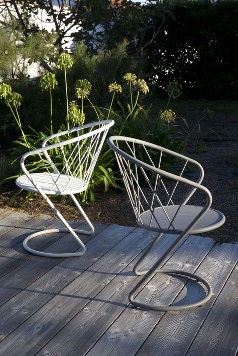 Powder coated steel garden chair with armrests KORBEILL - Les iResistub