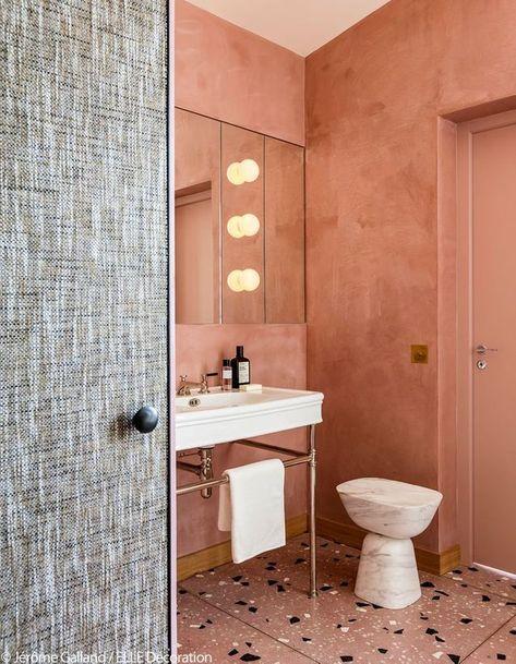 Un appartement glamour et rétro chic à Paris | Douche béton ...