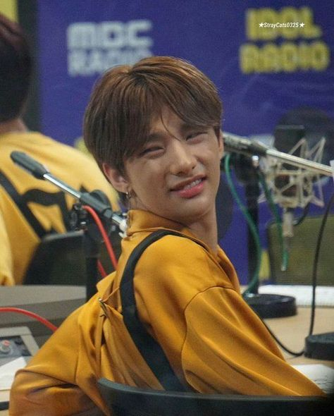 Funny Kpop Memes, Kid Memes, Stupid Memes, Meme Faces, Funny Faces, Romantic Comedy Movies, Felix Stray Kids, Sanha, Reaction Pictures