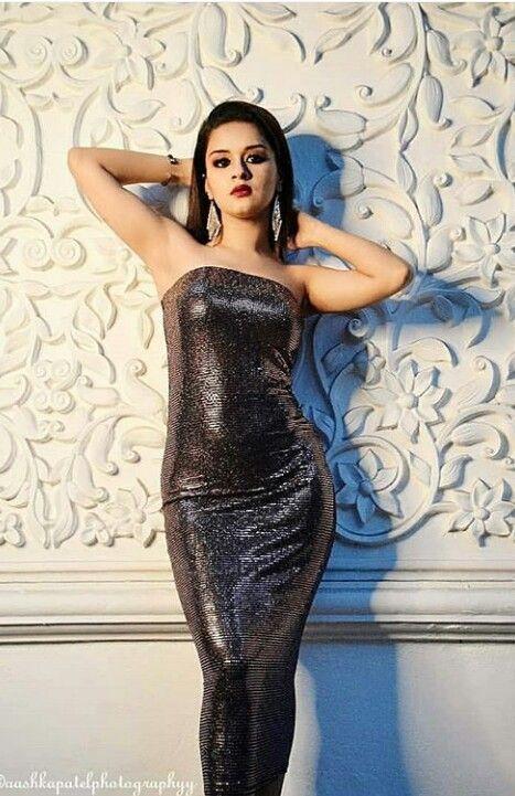 Avneet Kaur Hot Armpits Pictures