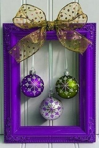 50 Amazing Last Minute DIY Christmas Craft Ideas - Istri Sholehah Christmas Picture Frames, Christmas Wood, Diy Christmas Gifts, Simple Christmas, Christmas Projects, Christmas Wreaths, Christmas Ornaments, Purple Christmas Decorations, Christmas Inflatables