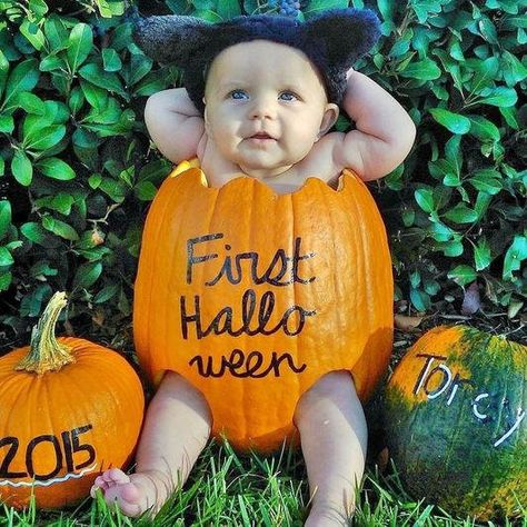 The costume includes the shirt, pants, hat, and a vest. If you're looking for Halloween costumes for kids here are a few celebrity costume ideas. The Jetsons Halloween costumes for children and grownups are a good idea for groups and… Continue Reading → Fall Baby Pictures, Holiday Pictures, Baby Pumpkin Pictures, Fall Pics, Babys First Pictures, Fall Photos, Premier Halloween, Diy Bebe, Baby Mobile