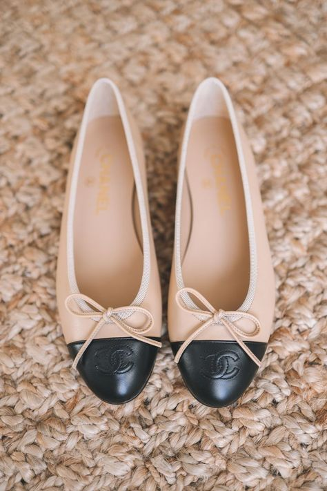 For women, shoes-especially lady designer shoes-are possibly regarded as one of the most inescapable commodities they might ever afford and invest in. Ballerinas Outfit, Ballet Flats Outfit, Chanel Ballerina Flats, Chanel Flats, Chanel Outfit, Luxury Shoes, Shoe Collection, Fashion Shoes, Chanel Fashion