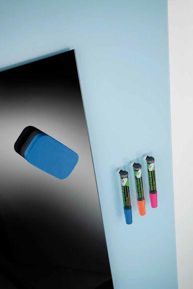 Le lavagne magnetiche e modulari sono accessori indispensabili per un ambiente di lavoro organizzato e funzionale. Quelle che proponiamo sono in vetro e scrivibili. Contattaci per la progettazione o il restyling del tuo ufficio!