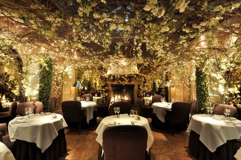 TO DO : Have a dinner in Clos Maggiore, voted the most romantic restaurant in London. I've been meaning to go there ever since I viewed this picture. I hope that this will become  one of my London moments  .  Maybe in my next trip to London ♥ #londonrestaurants #Londonmoments