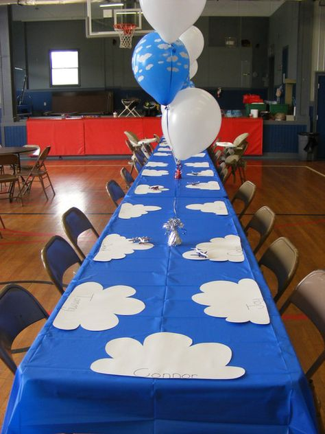 Airplanes / Birthday | Catch My Party-table settings/wooden airplane painting