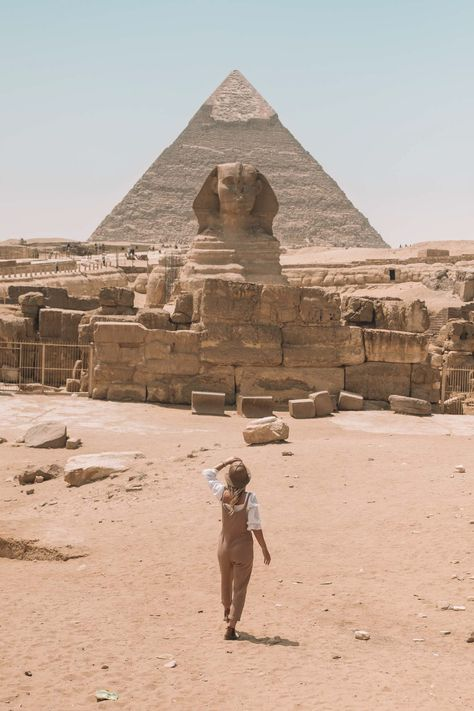 Planning a trip to see the Pyramids of Giza and dive in the Red Sea? Here are 10 tips for your first trip to Egypt that I wish I knew before I went! Egypt Travel, Africa Travel, Spain Travel, Travel Photographie, Pyramids Of Giza, Beautiful Places To Travel, Romantic Travel, Romantic Things, Travel Aesthetic