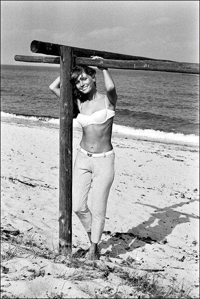 Mijanou Bardot Marie Jeanne Bardot Brigitte S Younger Sister On The Beach At Pampelonne France On May 25 1965 Bardot Brigitte Bardot Little Sisters