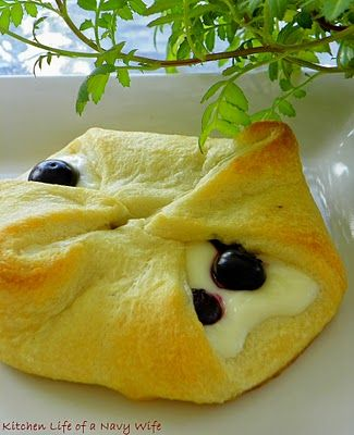 Breakfast Blueberry cream cheese crescent!    These look delicious!