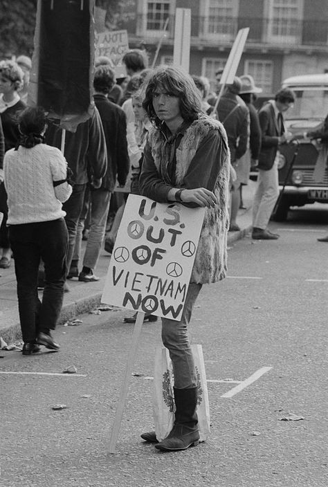 A student leans on his placard during an anti-Vietnam War demonstration at the US Embassy in London, England, 1969. (Photo by Harry Dempster/Daily Express/Hulton Archive/Getty Images)
