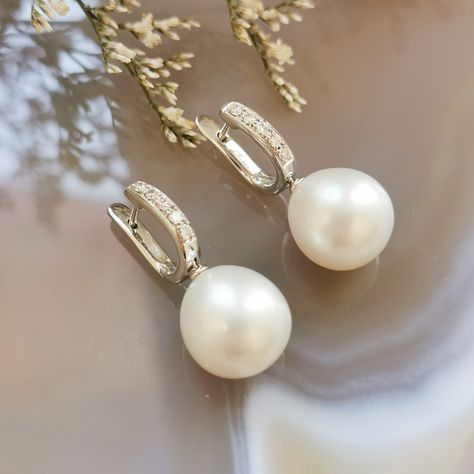 These South Sea and Diamond huggies are now 50% off in our Valentines Day VIP sale. DM your email to join the VIP list and get the catalogue sent to your inbox.. #VIPsale #pearls #southsea #treasure #moonmagic #perfectearrings #elegance #timeless
