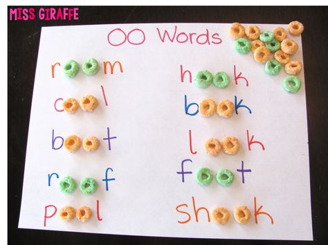 Practice building words with the OO sound with cereal - fun vowel teams phonics activity (may art activities for kids) Homeschool Kindergarten, Kindergarten Reading, Preschool Learning, Kindergarten Activities, Fun Learning, Learning Activities, Homeschooling, Jolly Phonics Activities, Word Family Activities