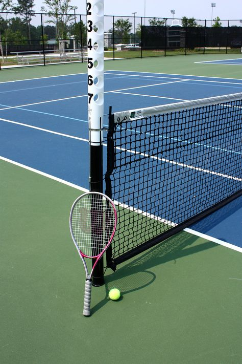 A tennis racquet and ball on a tennis court : Free Stock Photo Tennis Pictures, Softball Pictures, Rafael Nadal, Badminton, Tennis Wallpaper, Tennis Fashion, Sport Girl, Tennis Racket, Free Stock Photos
